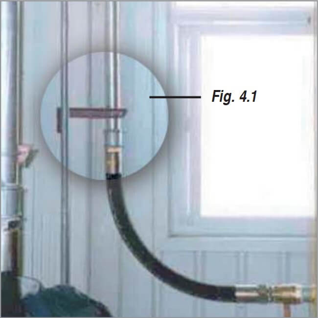 Vibration-dampening compressor connection with a hose